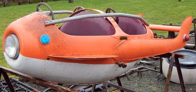 Vendu - Avion de manège rouge en tôle Années 60
