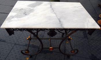 Vendue - Table de présentation boucherie Marbre et fonte sur roulettes