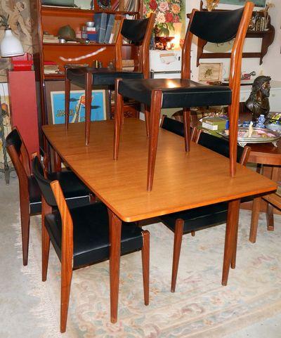 Vendues - Table et six chaises, ensemble scandinave En teck